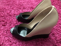 Used Vincci wedge shoes almost new in Dubai, UAE
