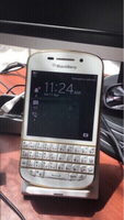 Used Blackberry Q10.    Gold white with whats in Dubai, UAE
