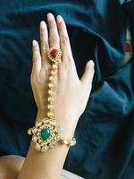 Used Kundan bracelet 1gram gold,high quality. in Dubai, UAE