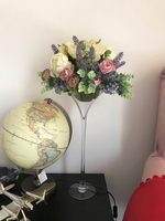 Used Flower and glass vase in Dubai, UAE