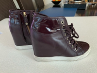 Used DKNY shoes maroon original 38urgent sell in Dubai, UAE
