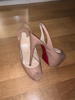Used Loboutin Women shoes in Dubai, UAE