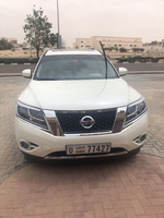 Used Nissan Pathfinder 2017 only 36800km  in Dubai, UAE