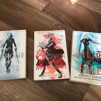 Used Throne of glass book series  in Dubai, UAE