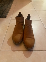 Used Suede boots in Dubai, UAE