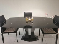 Used Extendable dining table + chairs 1400dhs in Dubai, UAE