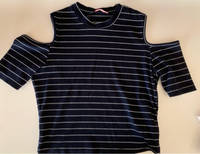 Used Off shoulder t shirt medium last price  in Dubai, UAE