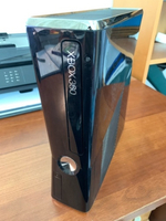 Used Xbox 360 with kinect camera and 11 Games in Dubai, UAE