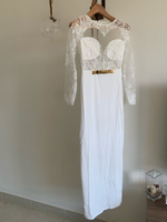 Used Beautiful white lace dress  in Dubai, UAE