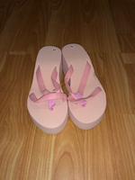 Used Pink flip flops  in Dubai, UAE