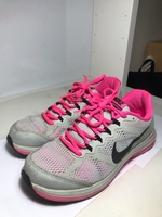 Used NIKE WOMENS SHOE ORIGINAL in Dubai, UAE