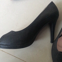 Used SM black pumps in Dubai, UAE