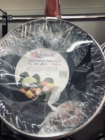 Used 28cm fry pan non-stick w/glass cover/new in Dubai, UAE