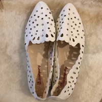 Used Women's flat 🥿/ جزمة فلات نسائي in Dubai, UAE