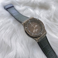 Used Hublot unique💯watch for men brown in Dubai, UAE