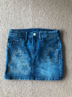 Used Skirt for a girl H&M age 8-9 years old  in Dubai, UAE