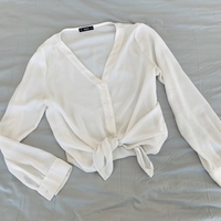 Used White top for 25 dhs in medium size worn in Dubai, UAE