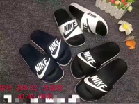 Used Nike slippers 25 dhs in Dubai, UAE