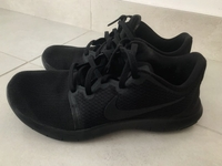 Used NIKE sport shoes in Dubai, UAE