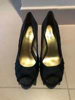 Used Nine west silk black high heel 6.5 W in Dubai, UAE