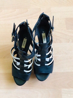 Used High heels from Guess in Dubai, UAE