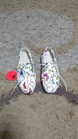 Used Woz unisex slip on shoes size 34 new in Dubai, UAE