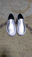 Used Authentic Vans slip on shoes size 40 in Dubai, UAE
