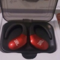 Used St w9 BLUTHOOTH EARPHONES in Dubai, UAE