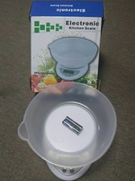 Used BUNDLE OFFER KITCHEN SCALE + BLENDER in Dubai, UAE