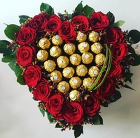 Used flowers with chocolates in Dubai, UAE