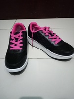 Used Sneakers for her size 39 in Dubai, UAE