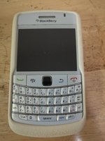 Used BLACKBERRY BOLD 9700 white Hanging. in Dubai, UAE