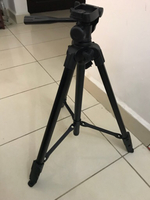 Used Brand new Tripod never used in Dubai, UAE