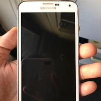Used Samsung Galaxy S5(used Original Verizon American Unlocked Phone You Can Use In Any Country In the World.phone Without Scratch,no Box And Only With Earphone And USB Cable. in Dubai, UAE
