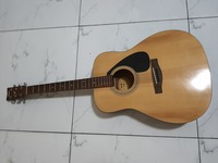Used Yamaha guitar in Dubai, UAE