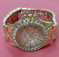 Used Bee sister watch + gift in Dubai, UAE