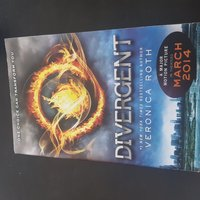 Used Book for sale - Divergent in Dubai, UAE
