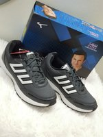 Used 42 shoes very good new tft in Dubai, UAE