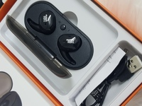 Used JbL headset black pure bass a in Dubai, UAE