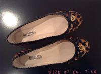 Used Michael Kors Animal Print Flats. Logo In Gold. Sz EU 37.5 US 7.5. Worn Once. Perfect Condition. in Dubai, UAE