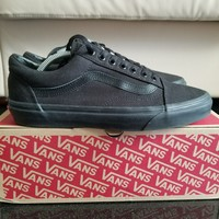 Used VANS OLD SCHOOL BLACK in Dubai, UAE