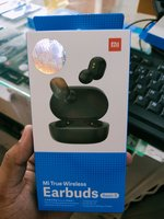 Used Mi,ear buds in Dubai, UAE