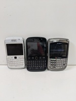 Used 3 pcs damaged blackberry mobiles in Dubai, UAE