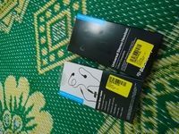 Used 2 pieces headphones blackberry in Dubai, UAE