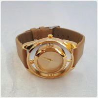 Used Fabulous Golden watch for Her in Dubai, UAE