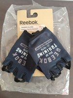 Used Reebok gloves new (for kids) in Dubai, UAE
