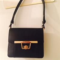 "Preloved "" #Zara Woman"" Small Handbag In Good Condition. Price Includes The Delivery To Your Door."