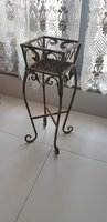 Used Vase stand. in Dubai, UAE