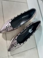 2 pair of ladies shoes.. brand new.