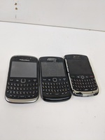 Used 3 dead blackberry mobile phones in Dubai, UAE